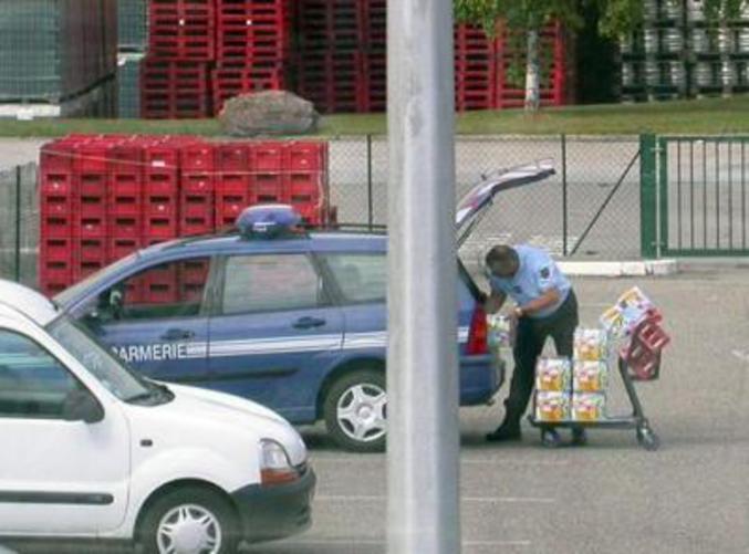 """Un gendarme surpris à acheter du """"ravitaillement""""."""