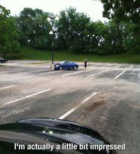 Exploit d'une femme en voiture