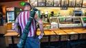 Un Américain avec un lance-roquettes se rendant dans un Subway.