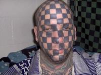 Tatouage facial en damier