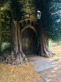 Une inspiration pour les portes de la Moria ?