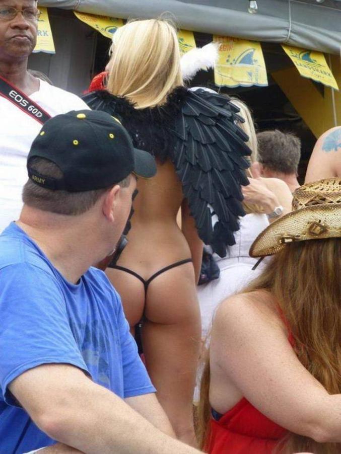 Les anges n'ont pas de sexe, mais de jolies fesses.