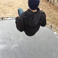 Saut sur trampoline