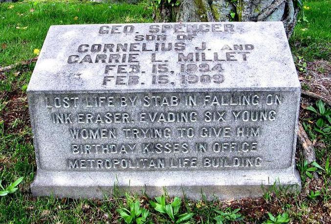 La tombe de George Spencer.  Plus de détails ici : http://www.slate.com/blogs/atlas_obscura/2014/10/03/george_spencer_millet_kissed_to_death_in_1909.html