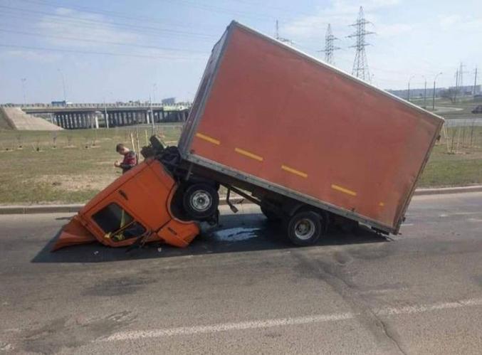 Camion très pieux qui va peut-être entrevoir l'essieu.