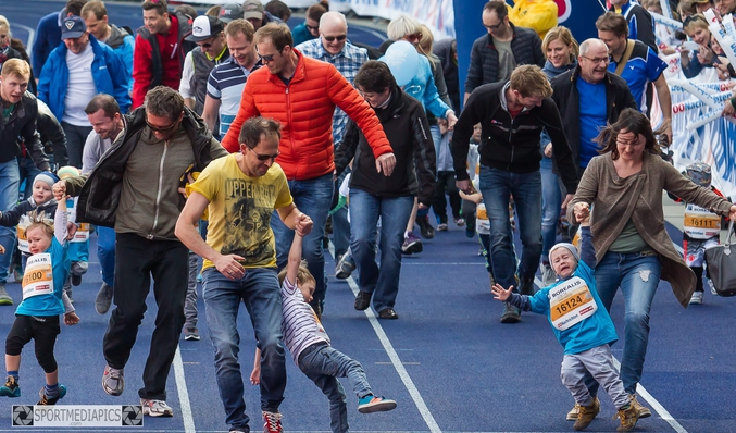 "Photo de Manfred Binder lors du ""marathon"" (42 m) pour enfants de Linz"