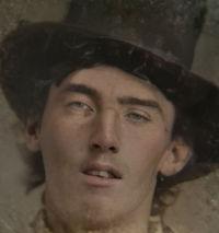 """Photo de Billy the Kid affinée avec l'aide d'une """"IA"""" et colorisée"""