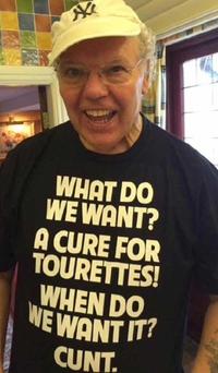 Un T-shirt comme Chatte Bite Couilles les autres