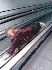 Faire le malin sur les escalators