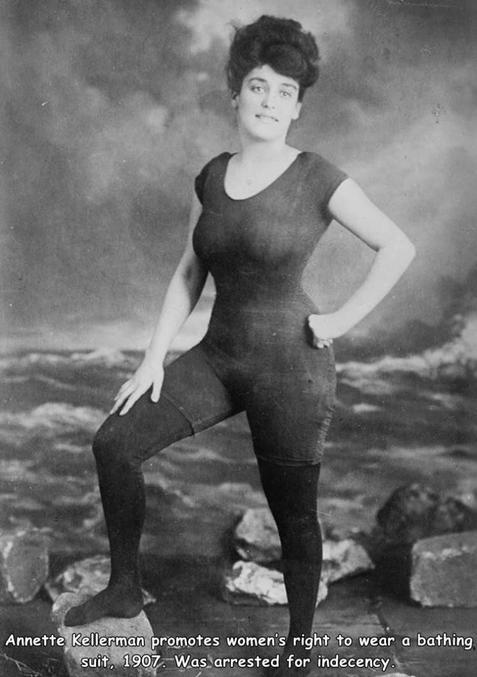 Annette Kellerman, militante pour le droit des femmes à porter des maillots de bains, fut arretée pour indecence
