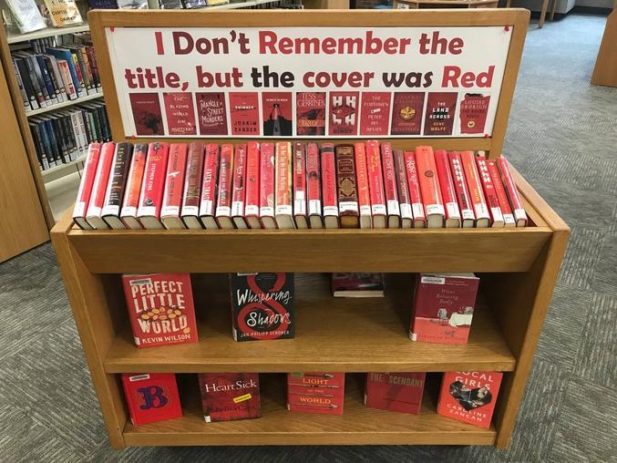 Je ne me souviens plus du titre, mais la couverture était rouge.