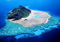 Joli îlot avec son récif corallien