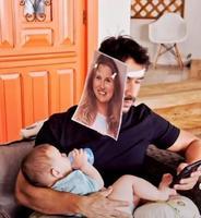 Papa rusé : photo de maman pendant le biberon...