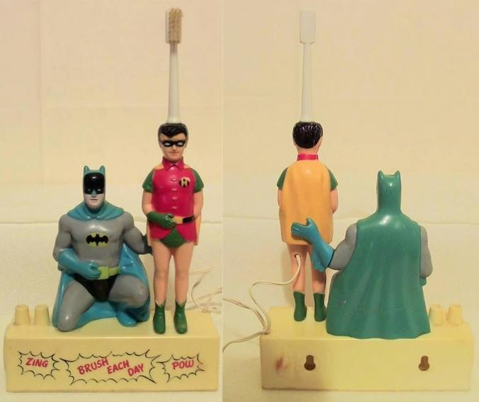 On s'interroge sur le geste de Batman vis-à-vis de Robin qui sert de brosse à dents ??????