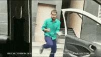 danser à côté de ta voiture qui roule, c'est un bon moyen de...