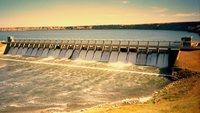 Évacuations du surplus d'eau de barrages