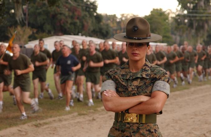Femme Sergent-Instructeur dans le corps des Marines.