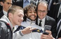 Moi, François Hollande je suis populaire au près des jeunes