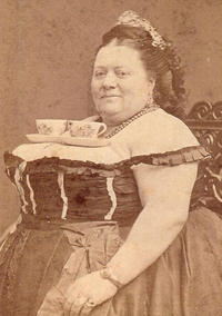 Mon arrière grante tante, tata Bertha, avait le chic pour servir le thé à ses convives.