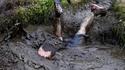 Etre à terre mais rester de boue