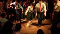 Concours de danse entre professeurs à la fin d'un festival à Paris
