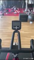 Fap-fap peu discret à la salle de gym