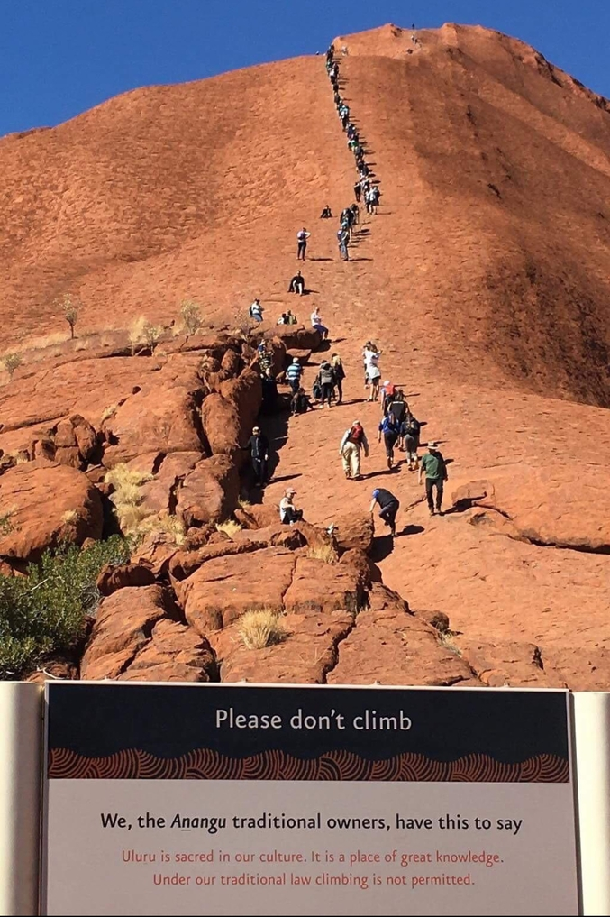 Un endroit sacré qu'il est interdit de gravir (Australie)