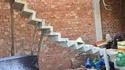 Un escalier en construction... mais déjà faible des reins.