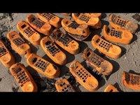 Depuis 30 ans des téléphones Garfield s'échouent sur cette plage