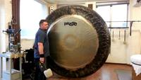 Avez-vous déjà entendu sonner un gong de plus de 2 mètres de diamètre ?