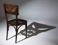 Chaise à l'ombre effrayante