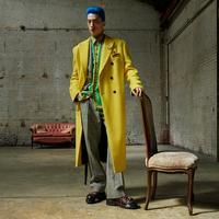Rare photo de mode masculine pour le couturier Versace