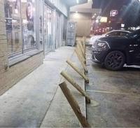 Le parking du liquor shop.
