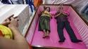 En Thaïlande, au temple de Wat Takien, il est de bon augure de faire bénir son mariage dans un cercueil biplace