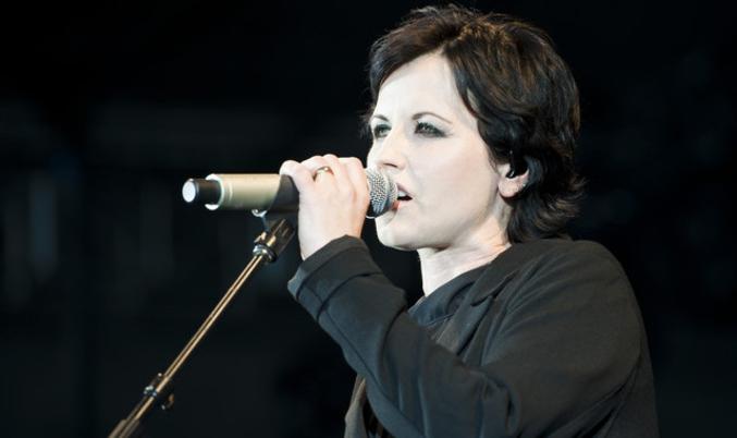 Dolores O'Riordan, la chanteuse du groupe rock irlandais The Cranberries est décédée ce jour à l'âge de 46 ans... https://www.youtube.com/watch?v=RUmdWdEgHgk