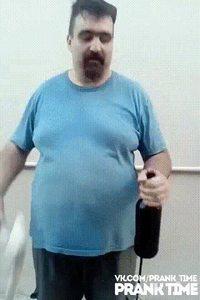 Comment décapsuler une bière avec une pelle