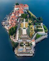 Isola bella fait partie des îles Borromées situées sur le lac Majeur (Italie)