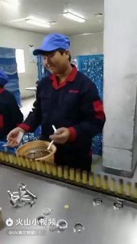 Travailleur efficace à l'usine