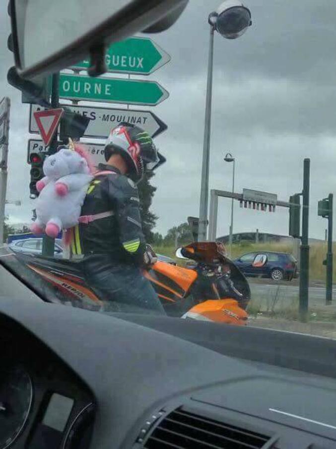 et bé mello, tu fais aussi de la moto?