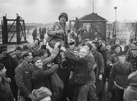 Printemps 1945, les américains viennent de libérer un camp de prisonniers russes.