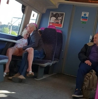Y a pas d'âge pour abuser d'une vieille dans les transports