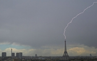 La tour Eiffel transformée en générateur pour recharger les véhicules électriques...