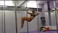 Pole danseuse contre gymnaste