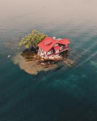 La petite maison sur le lac