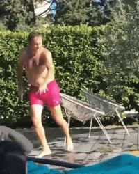 aldo maccione à la piscine