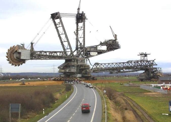 95 mètres de haut, 215 mètres de long, 45500 tonnes