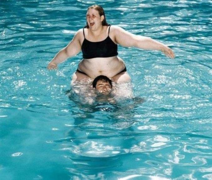 ...Il est en train de se noyer !