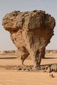 Erosion  due au vent au Sahara