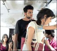 Des gens dans un bus