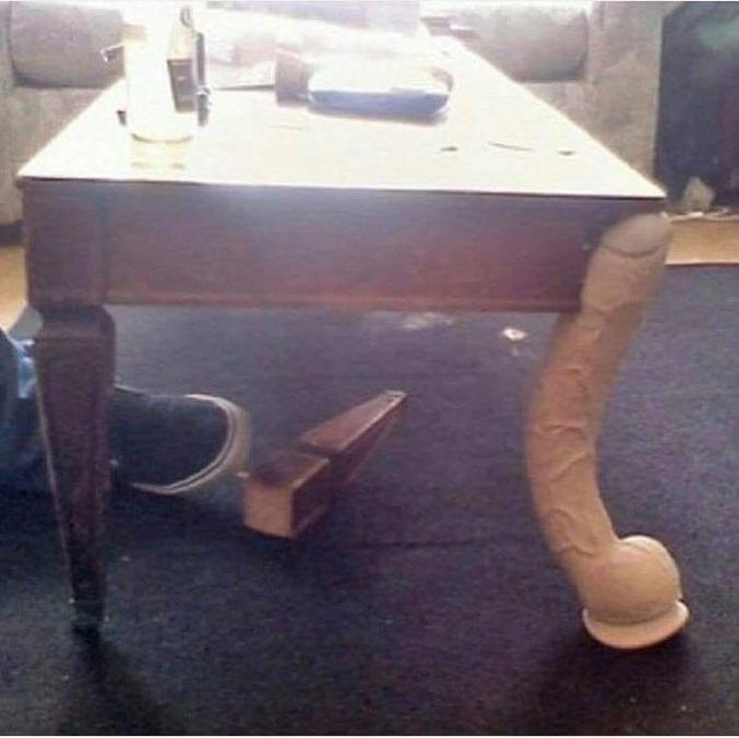 Manquerait plus que la table soit branlante.